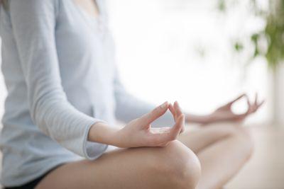 Übungen für Rückenschmerzen vom Sitzen: Yoga