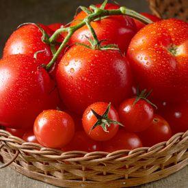 trinkdiät mit Wasser, Tomate, Gurke